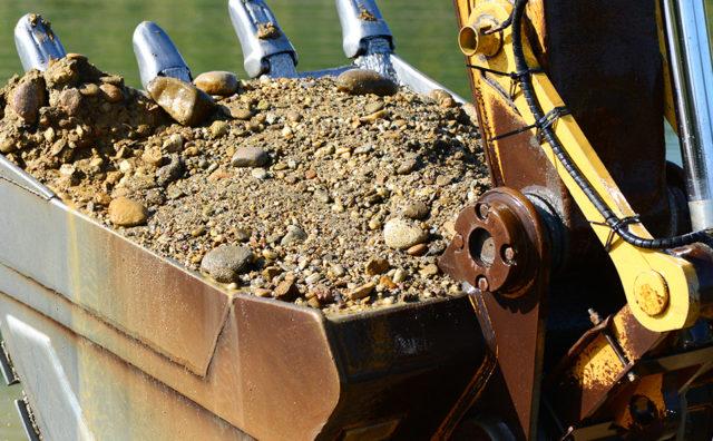 tazba strku tazne stroje anteco strkopiesky horna sec areal tazba strku kamenivo okrasne kamene stavebny material nitra levice