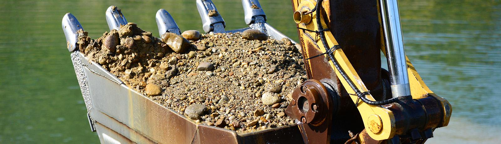 tazba strku tazne stroje anteco strkopiesky horna sec areal tazba strku kamenivo okrasne kamene stavebny material nitra levice unc
