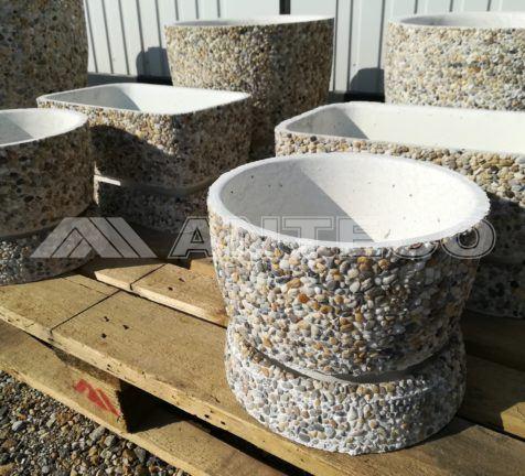 predaj-okrasnych-kamenov-zahradne-doplnky-kvetinac-vymyvany kvetinac